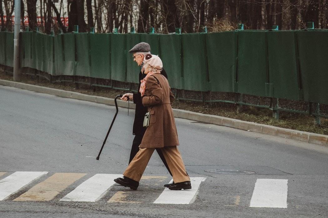 Il diritto alla vecchiaia in tempo di CoViD-19. Fra compassione e ageismo, fra solidarietà ed egoismo
